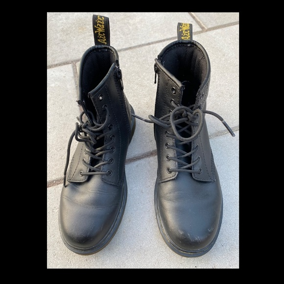 Dr. Martens - Air Wair With Soles Bouncing
